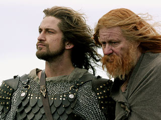 Beowulf and Hrothgar talking in the movie Beowulf & Grendel.
